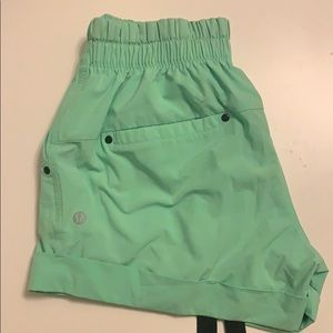Lululemon Spring Break Away Short (US:4)